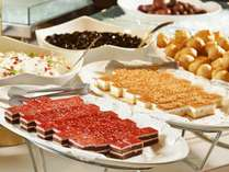 【夕食バイキング】季節毎に入替わるケーキをはじめ、豊富なデザートも魅力