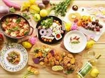 【夕食バイキング/春の献立】春野菜を中心とした、色鮮やかな料理の数々