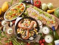 【夕食バイキング/夏の献立】パエリアや海鮮カルパッチョなど、北の魚介を独創的な調理法で