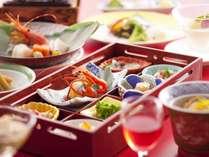 【夕食/和食会席膳】旬の食材を中心に、見て・食べて楽しい料理をご用意