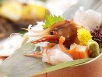 【夕食/和食会席膳】新鮮な旬の魚介を、見た目も華やかに盛付け