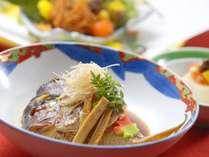 【夕食/和食会席膳】お祝いの席にピッタリ、見た目にも華やかな鯛の兜煮