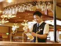 【レストランスタッフ】お客様のお食事をより楽しく、料理の仕上げも担当するプロフェッショナル