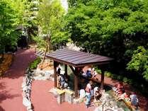 【定山源泉公園】足湯をはじめ、温泉玉子も作る事が出来る、温泉街中心の公園