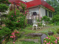 *[お庭]お庭にもテーブルセットがあり、自然の中で思い思いの時間を過ごせます。