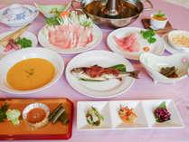 *[夕食一例]信州牛や白馬豚、自家菜園の野菜などを使った手作りメニューが好評!
