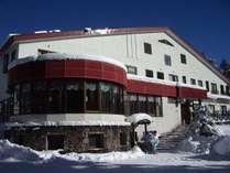 **[外観]JR大糸線神城駅より徒歩10分、白馬五竜スキー場行き無料バス乗り場の目の前!