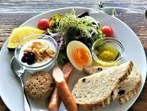沖縄でもトップクラスのカフェ浜辺の茶屋 宿泊のお客様限定ボリュームたっぷりの朝食いかがですか。