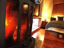 冬期は暖炉に灯がともり、幻想的なひと時をお過ごしいただけます。