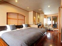 特別室【二人静花】~セミダブルベッドを備えた、広さ10畳のフローリングの半露天風呂付き客室です。