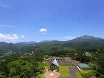 連山側客室からの眺望。遠くに霧島神宮の鳥居も見えます