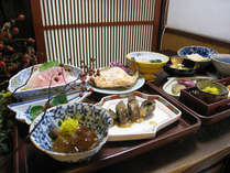 *【夕食例】地元の味覚にこだわったお食事をご用意致します。