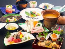 ホテル城山の夕食一例:旬の食材を使った料理長自慢のメニュー