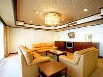 客室一例(貴賓室リビング)鬼怒川渓谷を一望の眺望客室