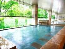 女性用半露天風呂「お宮の湯」自然と治癒効果が高まるラジウム風呂。