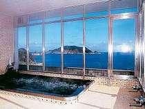 [写真]最上階展望風呂から 神島 伊良湖岬を一望!