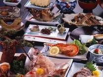 お料理の一例です。海の幸たっぷりの豪快会席♪お腹いっぱいご堪能くださいませ。
