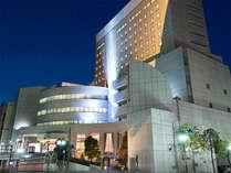 町田市中央図書館交差点より撮影。ホテルと図書館が同じ建物になります。(入口は別)