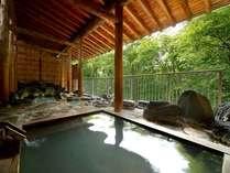 【露天風呂】ひのきの浴槽