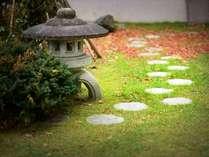 【庭園】レストランの前の日本庭園