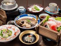 *【夕食】お膳:たくさん食べられない方へ品数は少なめ。その分、一品一品の食材にこだわりました(一例)