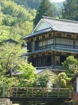登録文化財に指定されている木造三階建ての本館
