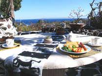 *朝食一例/お天気の良い日はこんな素敵な場所で朝食が食べられます