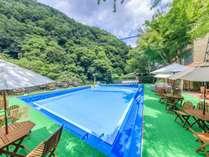 夏季限定屋外プールで大自然を満喫
