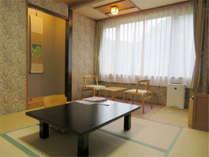 和室6畳に踏込が付いているお部屋です