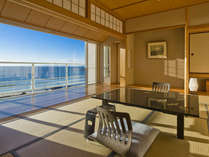 ■オーシャンビュー和洋室■大きめの窓から眺める蒼い海と青い空からは、非日常を感じさせてくれます。