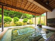 ■檜の大露天風呂■人気の広々とした露天風呂。緑あふれる『庭園』の中の最高の癒しのひとときを♪