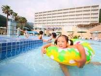 【プールは9月まで営業】一日中遊べる人気のプールの水は温泉を使用♪水温は約28度前後です。