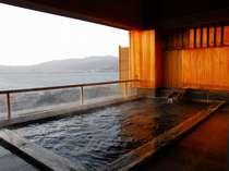 諏訪湖を望む展望露天風呂