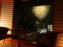 お部屋から眺める、諏訪湖の花火は圧巻!