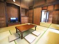沖縄古民家特有の居間。