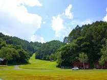 ロッヂ正面は広大な芝生の広場。
