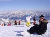 美しい冬山の眺めながらウインタースポーツをお楽しみください!
