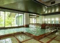 大浴場内湯 湯量豊富な温泉でリラックス!2箇所の源泉からブレンドした温泉を利用
