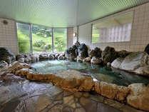 *日本庭園を望む露天風岩風呂ラジウム温泉でリフレッシュ
