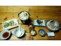 イワナの刺身、てんぷら、お鍋(熊野地鶏)小鉢、甘露煮など