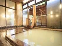 リピーターに評判のヒノキ風呂。