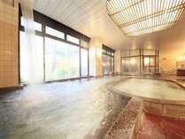 広々とした内湯。※内湯は温泉に浸かれない方でも安心の沸かし湯となります。