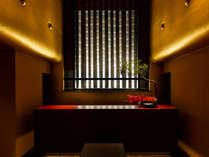 京都を拠点に斬新で意外性の高い建築で世界を驚かせてきた建築家・高松伸の設計。
