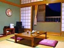 【和室】ご予約に応じて8~12畳へご案内します。客室の窓からは、曽爾の象徴ともいえる鎧岳が見えます★