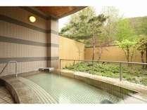 源泉100%かけ流しの露天風呂です。お肌つるつる美肌湯温泉!