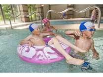 温水プールは年中営業♪