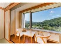 和室10畳で窓からは駒ヶ岳が臨めます。