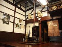 江戸時代の古き良き造りをそのまま残した館内は、まるで昔にタイムスリップしたかのような感覚♪