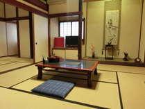 ☆客室例☆和室12~14畳☆昔ながらの静かな旅籠風の和室。ご夫婦やカップルでごゆっくりとお寛ぎ頂けます。