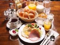 ■アメリカンスタイルの朝食■イオン水コーヒー、ほかほかパン、自家製ヨーグルトが人気♪(一例)yori